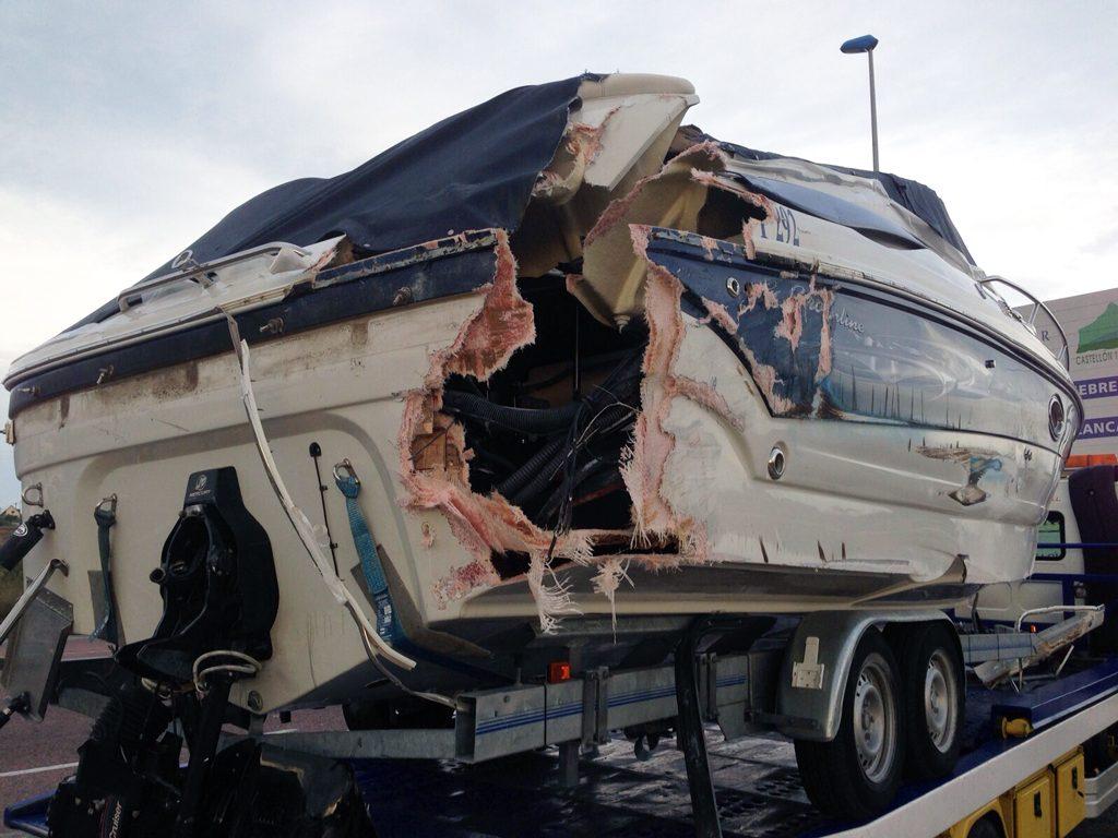 Totalschaden Boot und Trailer bei Autobahn Transport